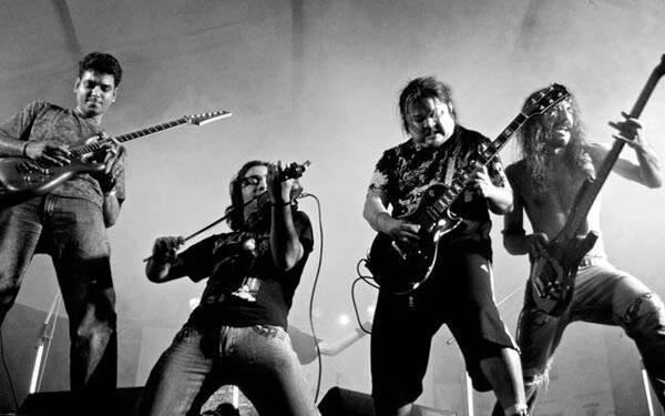 Nhóm người chơi nhạc Rock thường được gọi là ban nhạc